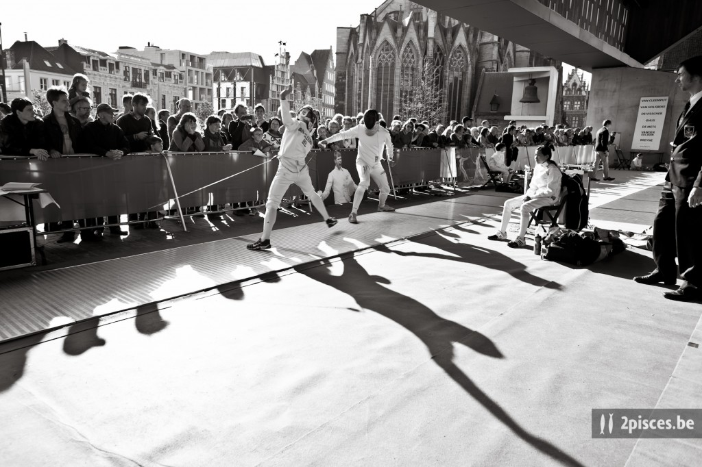 Wedstrijden onder de Genste stadshal ter gelegenheid van de vieringen voor 400 jaar Sint-Michielsgilde. 28 september 2013.