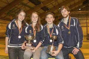 de medaillehouders op sabel, van links naar rechts: Hanne Cooreman, Alexandra Gevaert, Jules-Emile De Visscher en Servaas Breyne