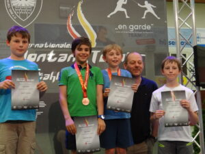 Foto: Tamara Verleyen. Van links naar rechts: Scott Vanlee, Julien Kalmar, Briecq Bauwelinck, trainer Werner Huysmans en Mathis De Witte.