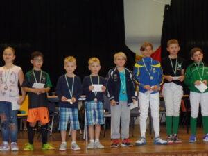Ties en Jurre Devos (3de en 2de van rechts) vallen in de prijzen!! Foto: Kathleen Kets